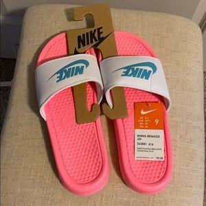 Nike Women's Benassi Slides NWT